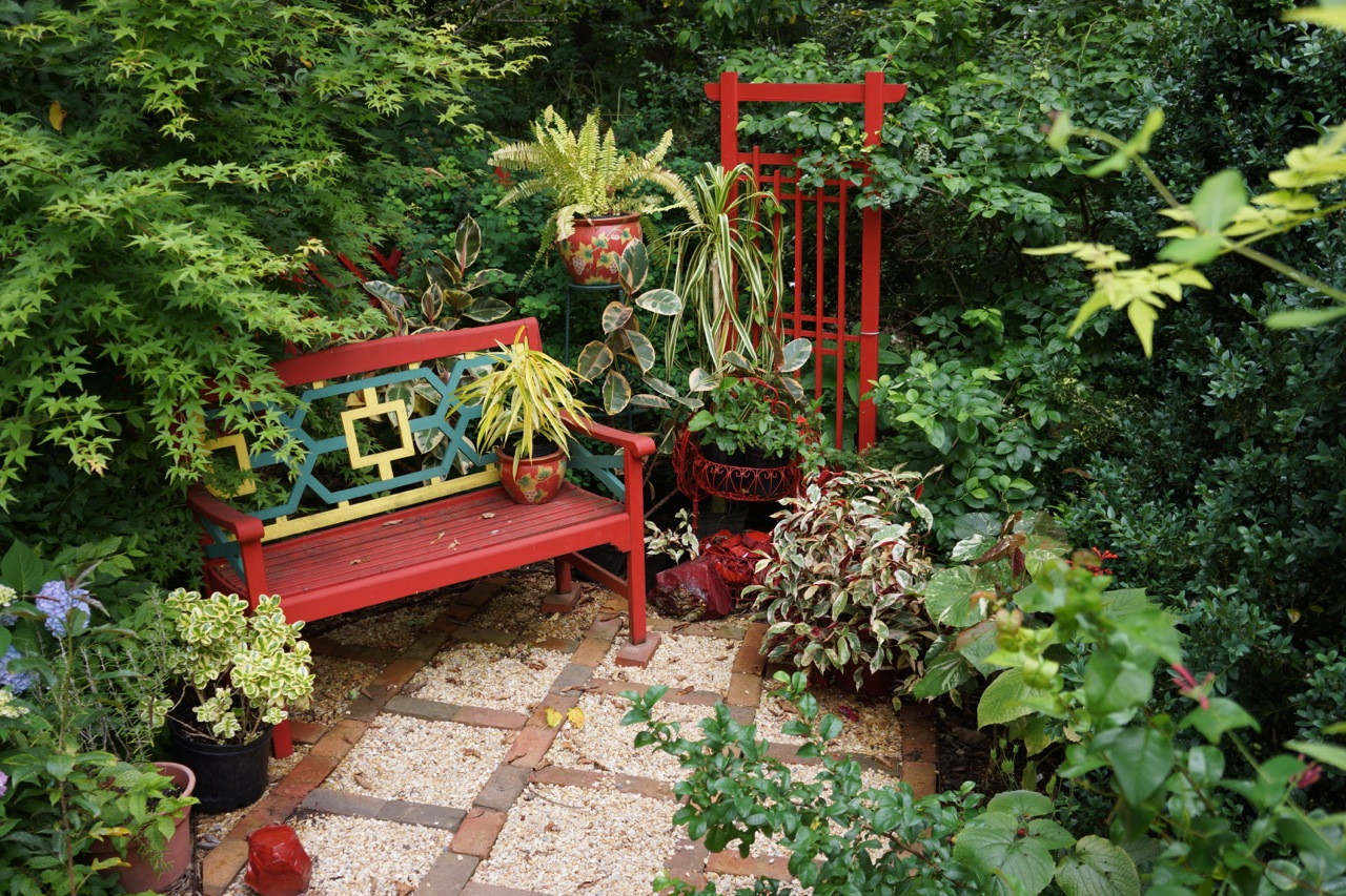 Landscaping in small spaces big ideas for little gardens How to make a small garden